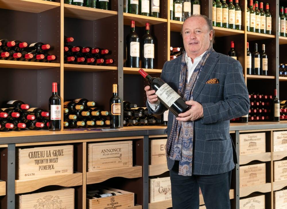 Jean-Pierre Van Geyseghem voor zijn wijn assortiment